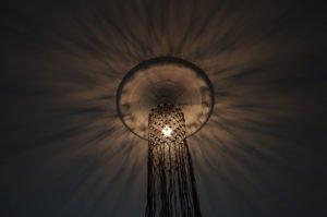 loftlampe-macrame-sort-jutegarn-nedefra