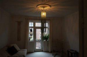 macrame-loftlampe-grøn-hænger-i-stue